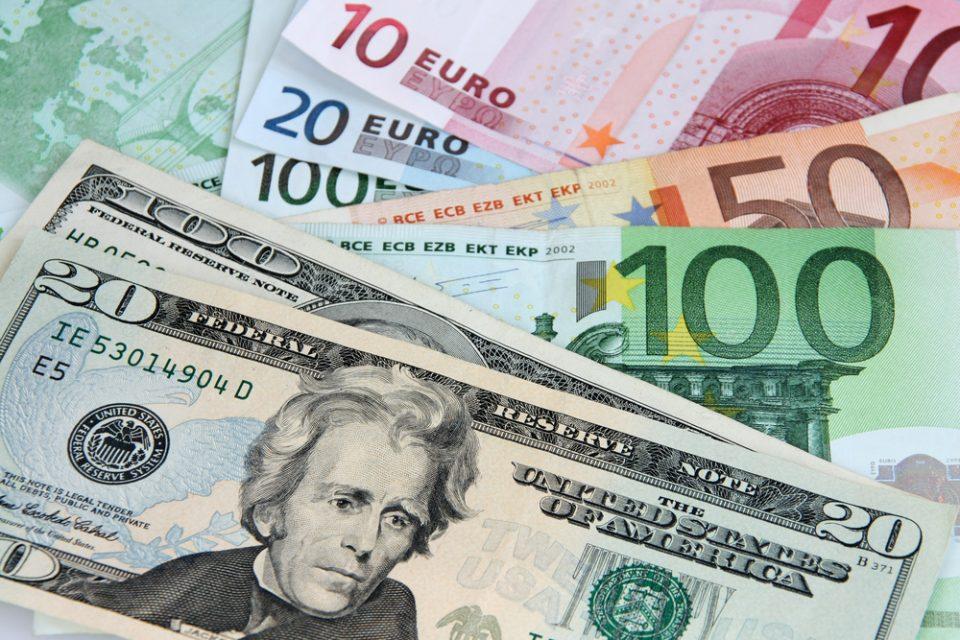 Зајакнаа доларот и еврото