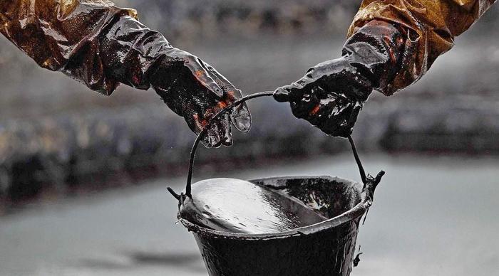 Власта не е загрижена што не се полни нафтените резерви