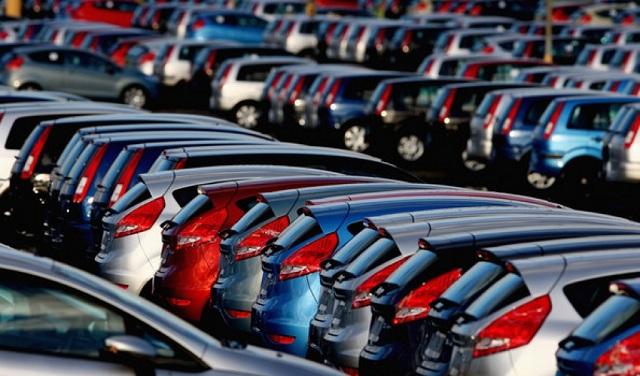 Соларен автомобил се полни додека возите