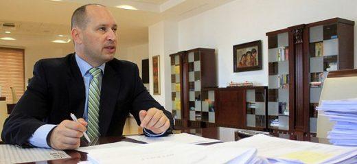 Миновски: Трендот на зголемувањето на јавниот долг е загрижувачки и алармантен