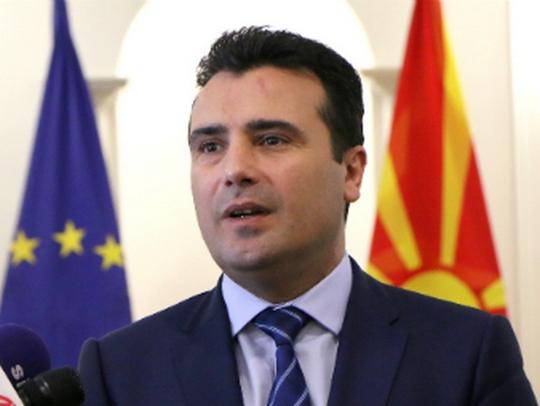 """Кој лаже: Заев кој тврди дека во 2016-та сме имале хибриден режим, или """"Економист"""" дека го имаме со Заев?"""