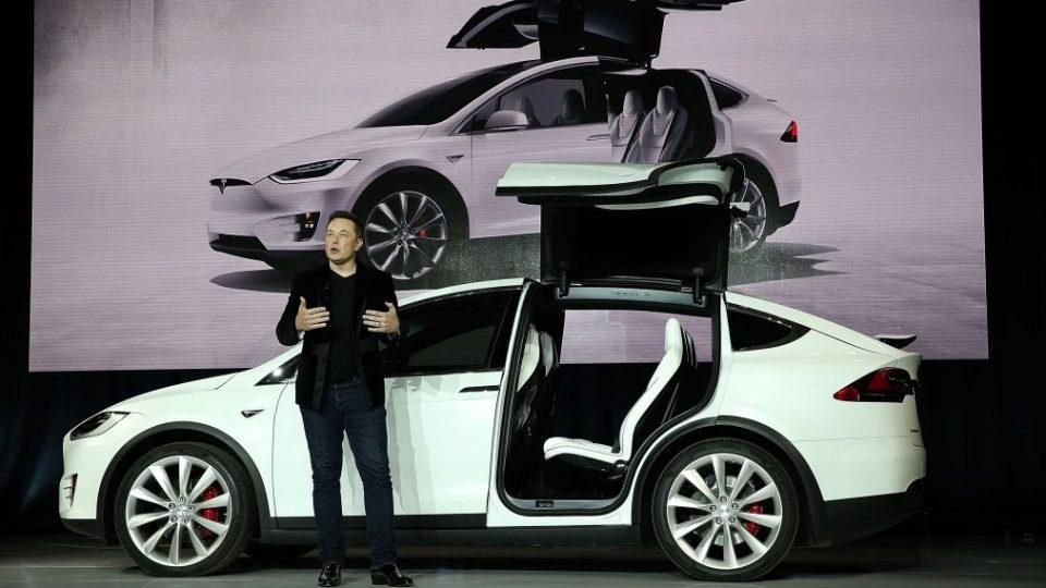 """Елон Маск најавува """"приватизирање"""" на Tesla"""
