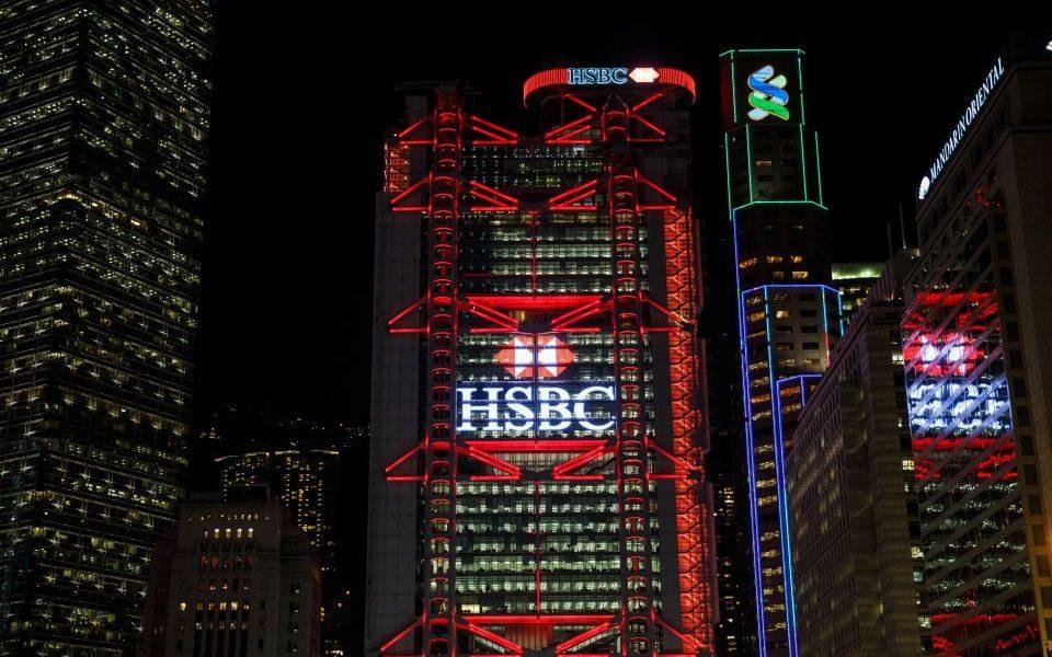 HSBC објави мал раст на профитот поради повисоки трошоци