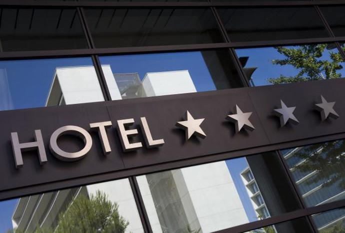 Сместувачките угостителски објекти и хотелите од понеделник почнуваат со работа, ова се протоколите