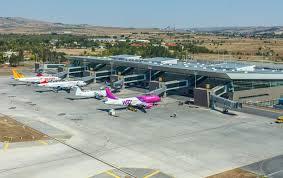 За 21% зголемен бројот на патници во авиосообраќајот