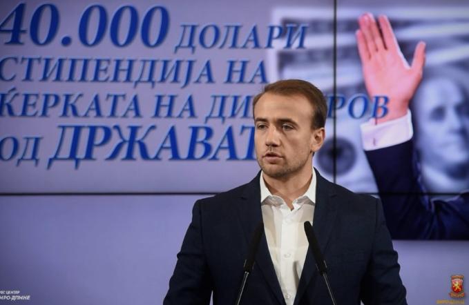 Стојановски: Димитров поседува стан во вредност 315 илјади евра во Хаг, а добил од државата 40 илјади долари за стипендирање на ќерката