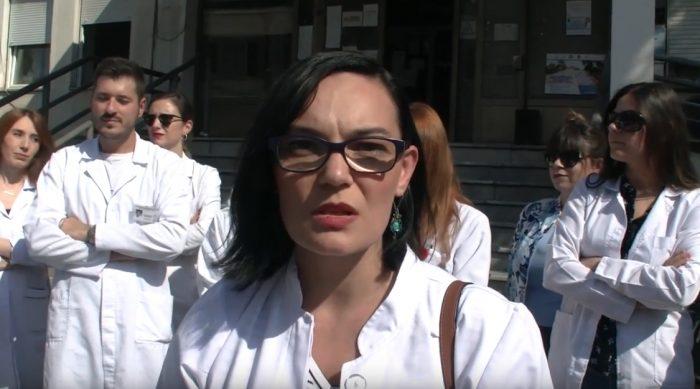 Специјализантите стоматолози на протест: Ни беше ветувано дека ќе бидеме исплатени, а сега ни велат дека нема пари моментално