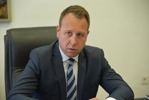 """Јанушев: Имало многу """"бисери"""" од Заев и до сега, немој да мислите дека изјавата за Суетниот новинар и Педерот се врвот, тој може и """"подобро"""" и """"повеќе"""""""
