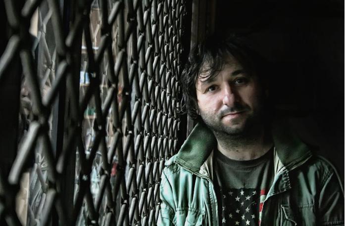 Лидер: Полиција врши претрес во домот на режисерот Јани Бојаџи