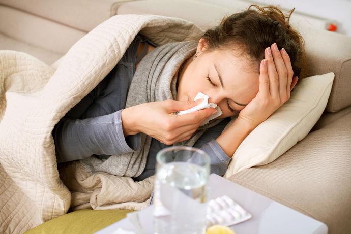 Како да препознаете дали ве мачи алергија, грип или настинка