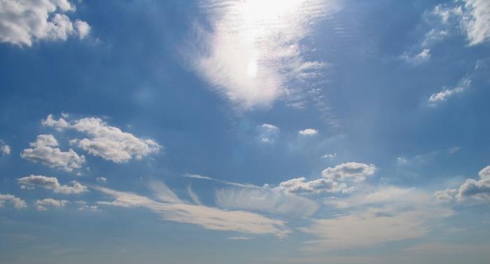 Сончево со мала до умерена локална облачност и слаб до умерен ветер