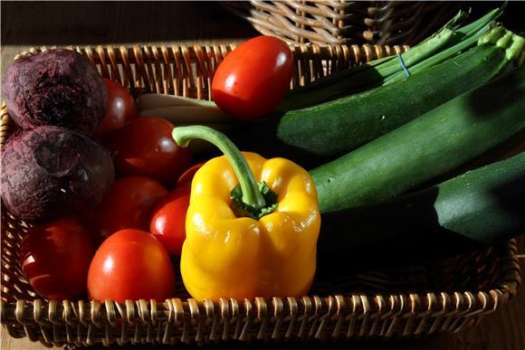 Храна богата со овошје и зеленчук поврзана со помалку симптоми на менопауза