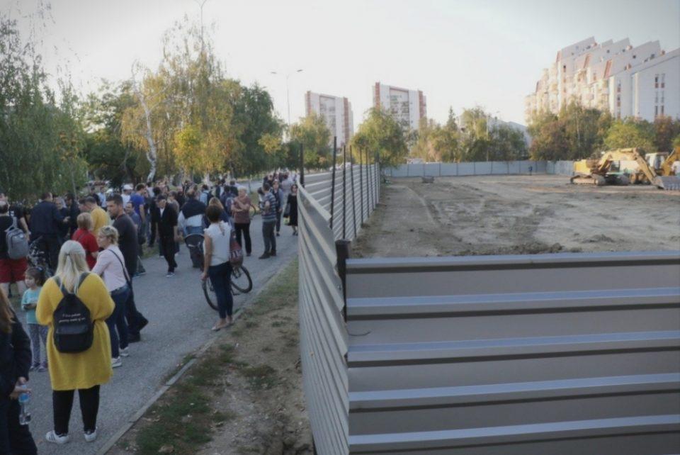 """Инвеститорот на зградата најавува продолжување на градежните активности на плацот пред """"Мајчин дом"""""""
