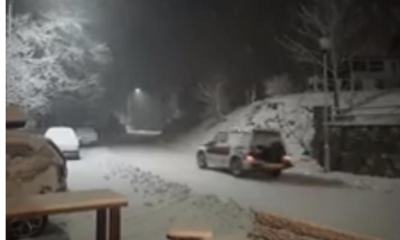 Снег во Маврово, забрана за сообраќај на камиони на два патни правци