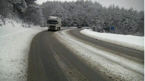 Воведена забрана за камиони на патниот правец Дебар-Струга
