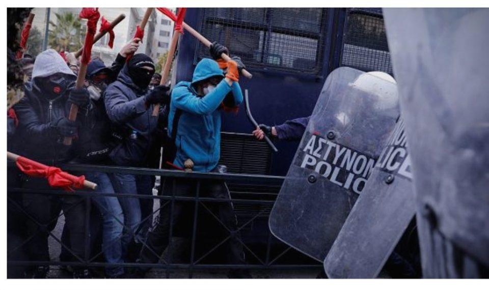 Грчка полиција: Околу 60 илјади граѓани учествуваат на протестот