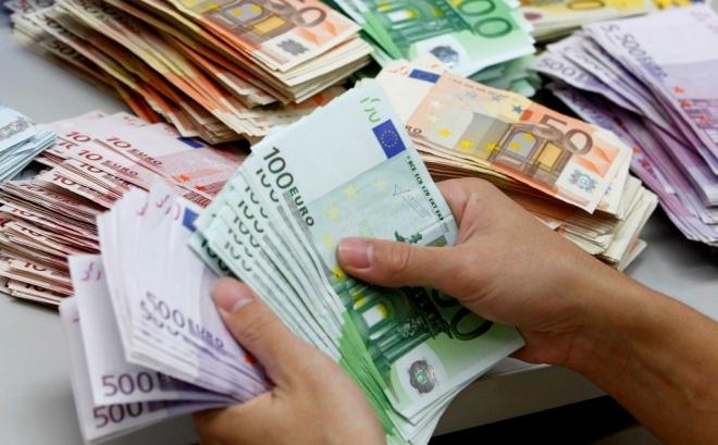 Најниската плата во Грција од 586 се зголемува на 650 евра