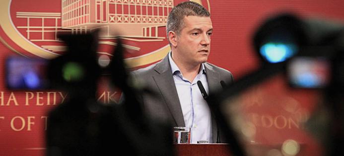 """За Манчевски """"два-три"""" случаи на вработување во администрација не значат непотизам"""