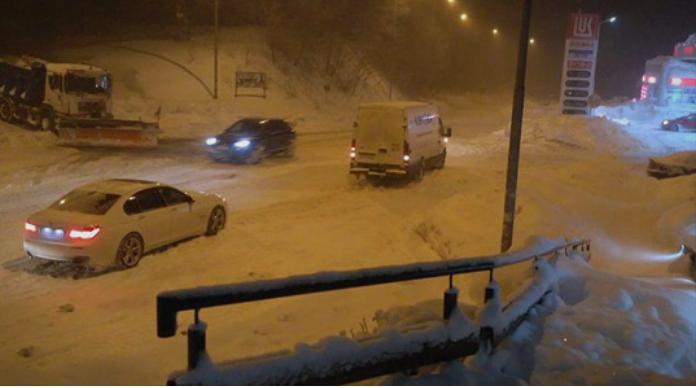 Забрана за камиони на патот Маврово-Дебар поради обилни снежни врнежи