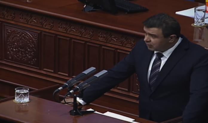 Мицевски: Собранието ја продолжува злоупотребата на европското знаменце