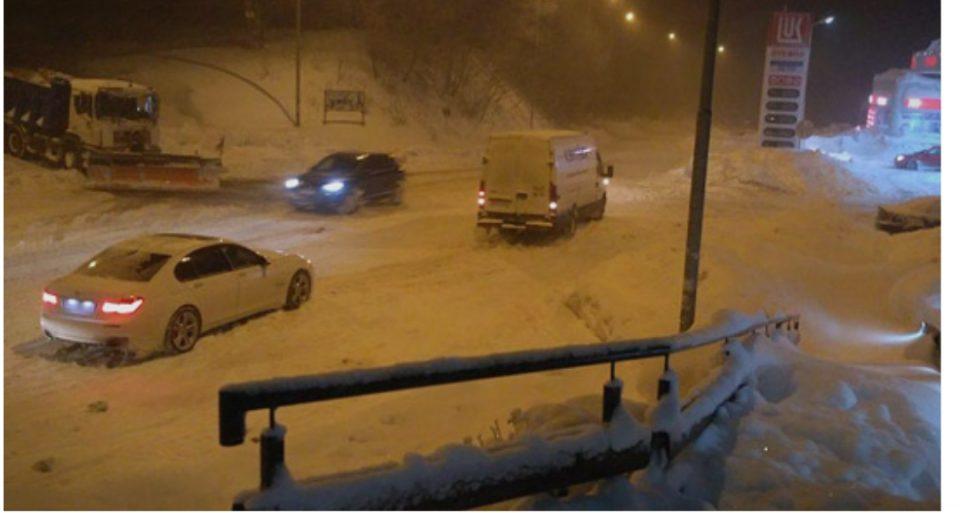 Се врати снегот во Македонија: Во Скопје вечерва дожд, а еве каде во моментов вее снег!