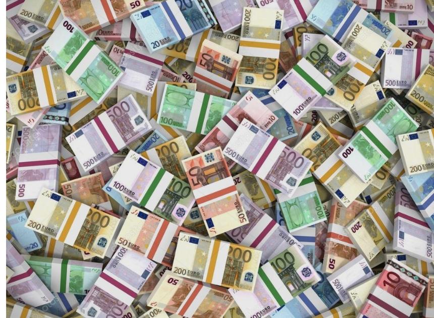 Економијата на стаклени нозе- Владата ги задолжи граѓаните за нови 26 милиони евра