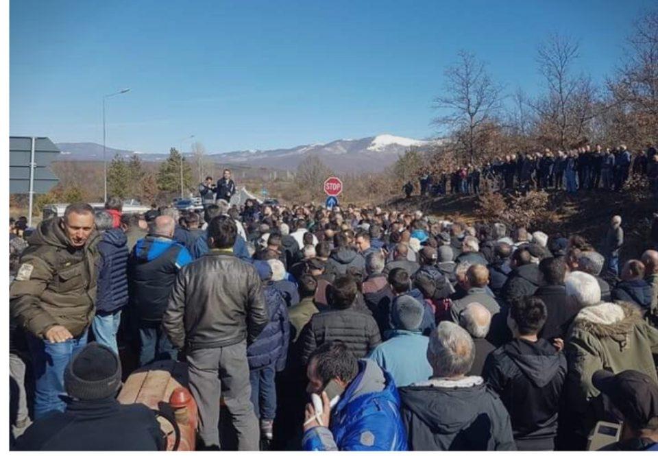 Протест на Преспанските јаболкопроизводители, бараат средба со премиерот