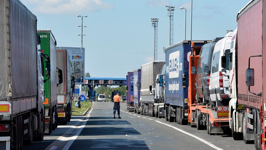 """РУСИЈА HE ЈА ПРИЗНАВА """"СЕВЕРНА"""": Македонските камиони вратени од Руската граница – не можат да поминат поради """"Северна""""!"""