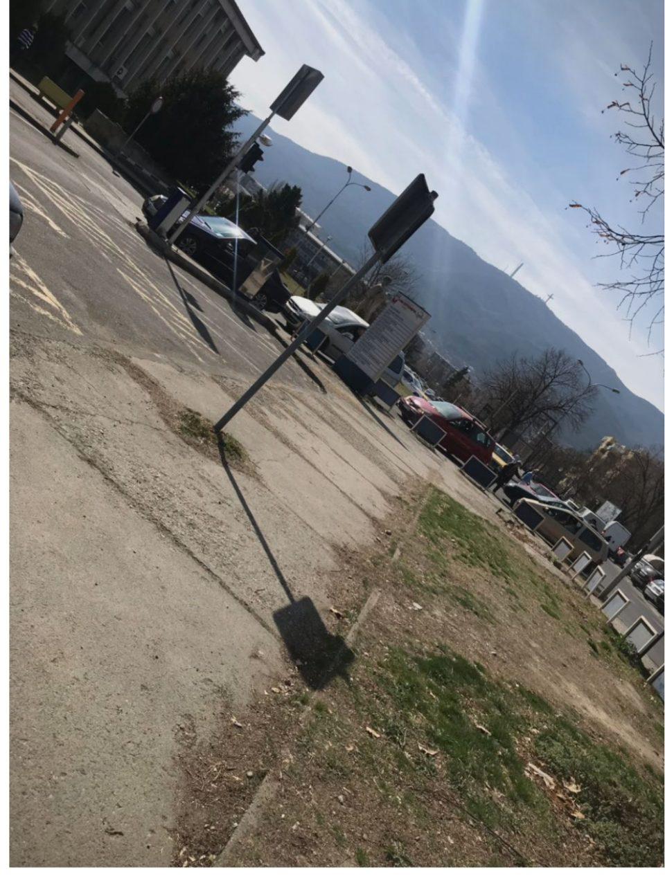 Епидемијата на хаосот за паркинг во Клинички се префрли во Градската болница