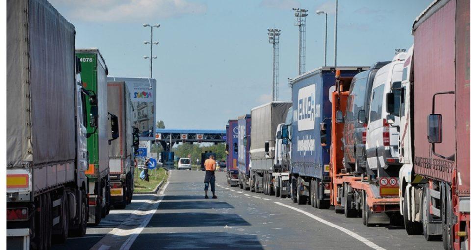 """ИЗВОЗОТ ЗАКОЧЕН: Поради """"Северна"""", македонските камиони не смеат да влезат во Русија"""