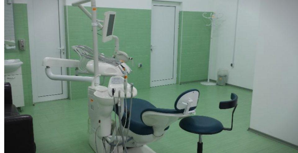 Скандал: Заболекари од Прилеп прегледуваат пациенти кои имаат проблем со уво, нос и грло