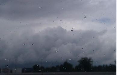 Облачно и свежо со повремени врнежи од дожд