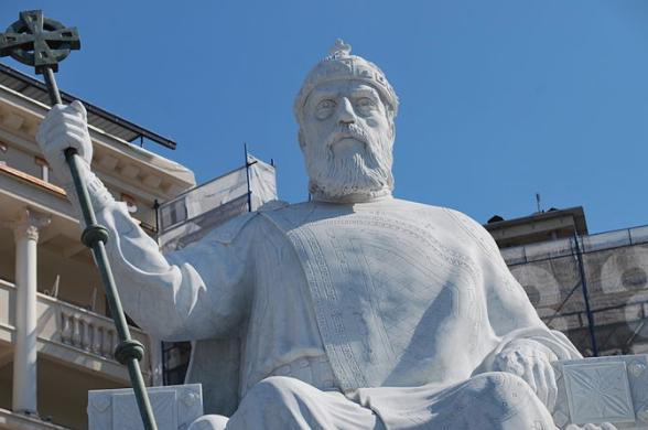Македонија прифати дека Самоил е бугарски цар, а Наум и Климент хиротонисани од бугарска црква