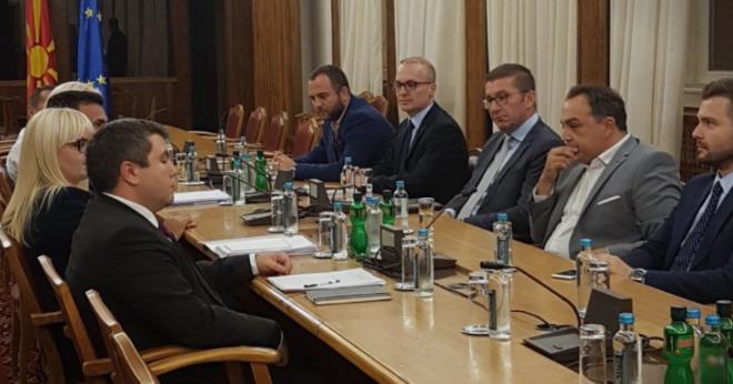Договор за ЈО и предвремени избори: Започна лидерската средба во Собранието на Република Македонија (ФОТО)