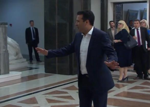 ВИДЕО: Новинарите не сакаат изјава од Заев
