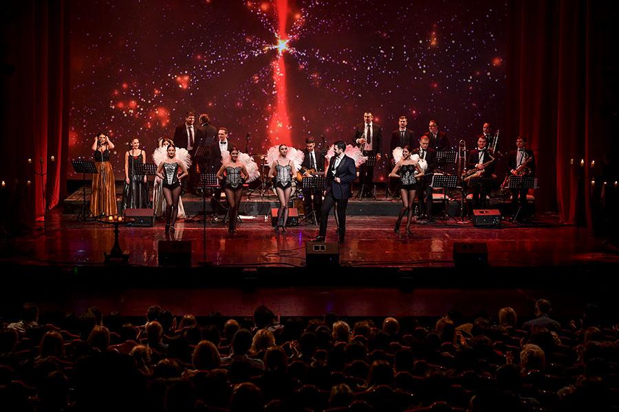 """Предновогодишниот концерт """"Come fly with me"""" на Павле Камилоски ја крена публиката на нозе (ФОТО)"""