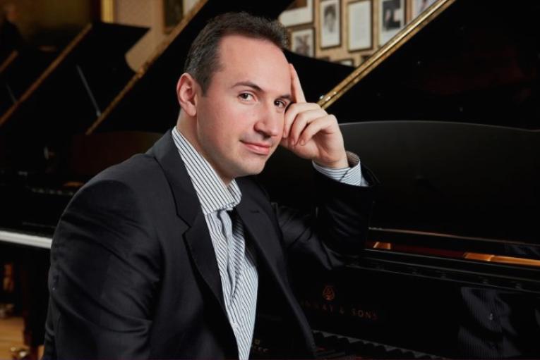 Виртуозот Симон Трпчевски го прекина концертот во Штип поради лошите услови во салата – Немало греење и струја