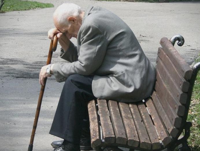 Пензионерите кои добиваа пензија на домашна адреса преку Пошта овој месец остануваат без истата, еве што треба да направат