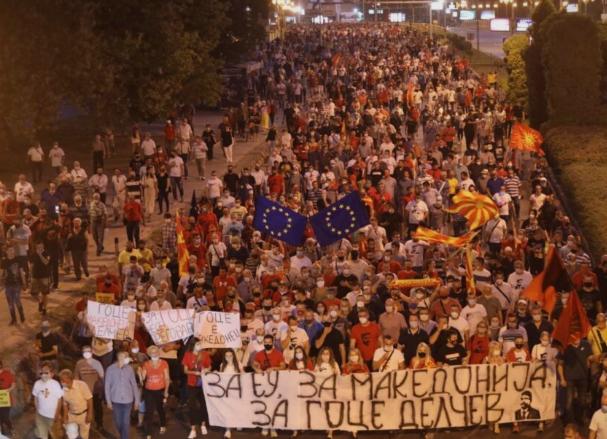 """Над 20.000 граѓани излегоа на улица: """"Делчев не го даваме""""! (ФОТО)"""