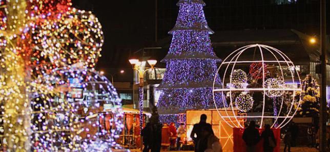 ВМРО-ДПМНЕ: Градоначалниците на СДСМ да ги пренаменат парите од новогодишно украсување за болнички возила