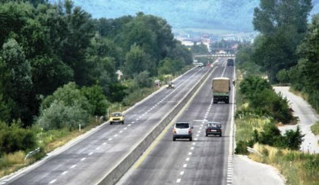 """Еве со каква казна се соочи возачот кој """"леташе"""" 300 км/ч на автопатот Гостивар- Тетово"""