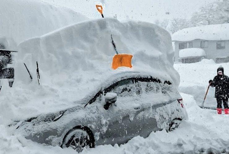 Во 2006 година на Попова Шапка се измерени најмногу сантиметри снег- еве колку