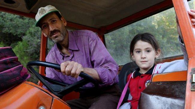 Татко ископал километри низ планина за својата ќерка, а потоа се јавиле политичари (ФОТО)