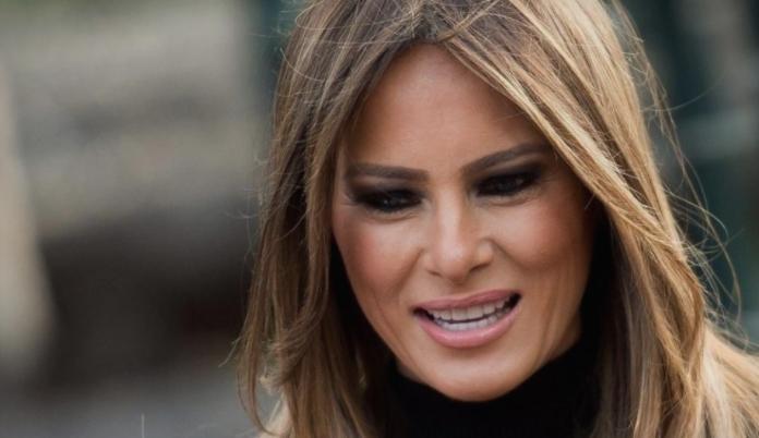 Меланија во совршен летен фустан: Тој чини 1.000 евра, а сопругата на Трамп во него изгледа како милион долари (ФОТО)